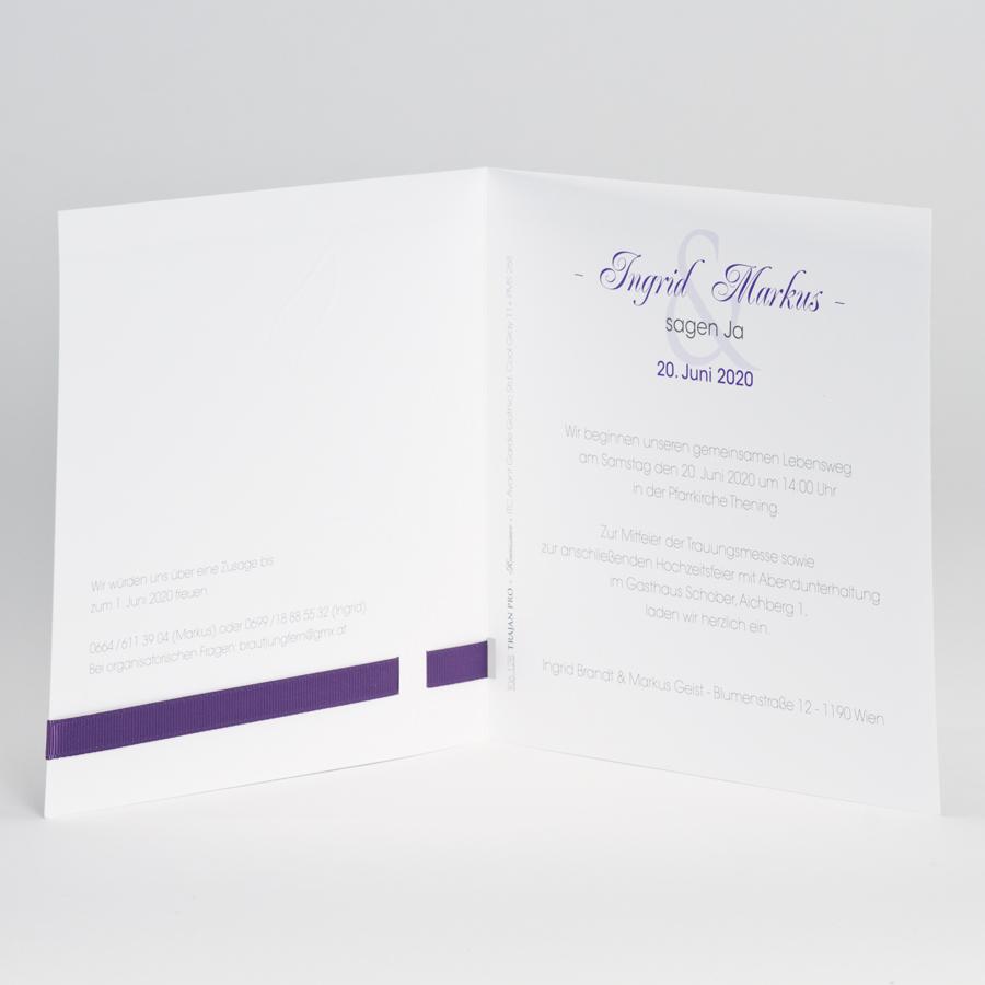 einladungskarte wei mit lilafarbenem band und flamingoblume hochzeitskarten. Black Bedroom Furniture Sets. Home Design Ideas