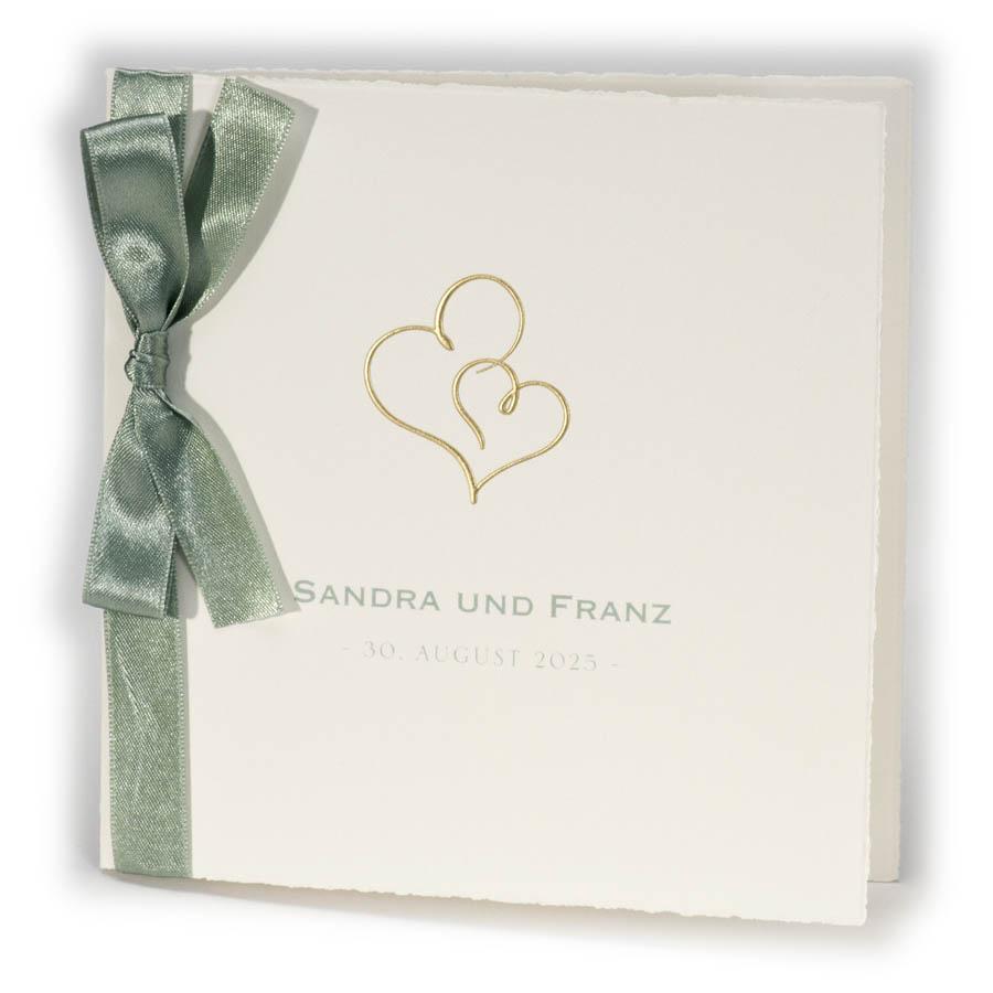 Büttenkarte für Hochzeitseinladung in creme mit grünem Satinband