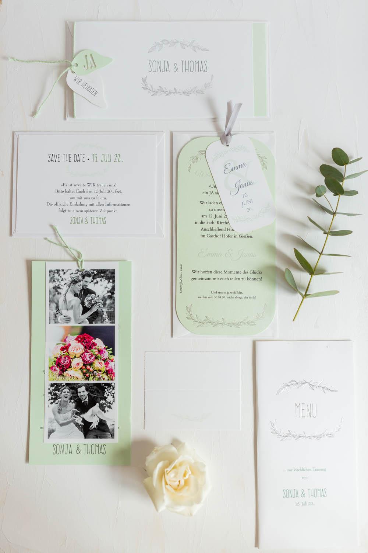 Romantische Hochzeitskarten Serie in hellgrün und weiß mit floraler Ornamentverzierung