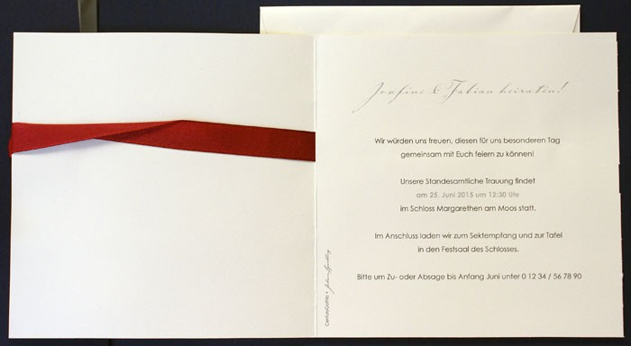 Einladungskarte Hochzeit Mit Rotem Band Und Anhängekarte U2013 Hochzeitskarten  U2013 Hochzeitseinladungskarten U2013 Einladungskarten Mit Herzen U2013 Alle Karten.de